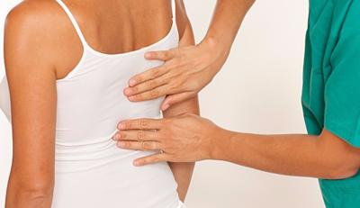 Боль под правым ребром отдает в плечо и шею