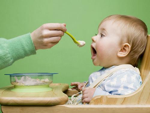 Питание новорожденного малыша