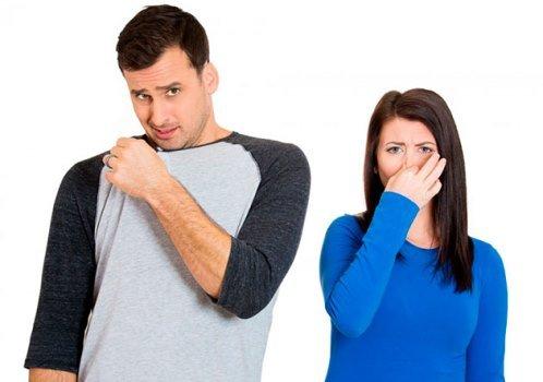 От человека плохо пахнет: распространенные причины