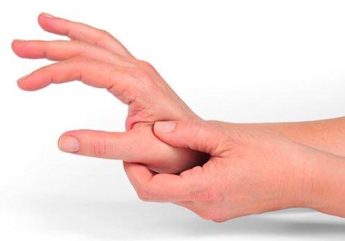 Почему болит сустав большого пальца на руке?