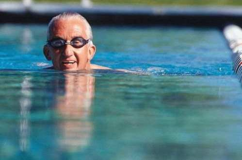 Что пожилые люди должны учитывать при занятиях спортом